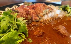 チキンの旨味!昼間だけのスリランカカレー「カレーハウス ハタ」