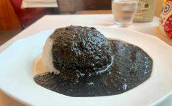 コクと辛味「かりべ亭」のイカスミカレーライス