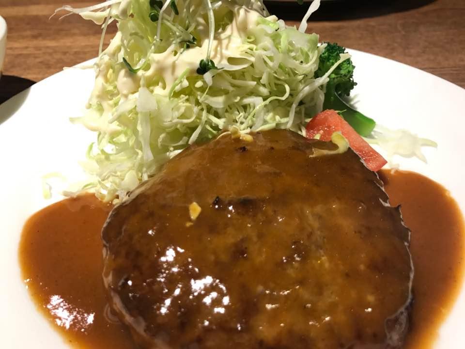 洋食堂「Dill fait beau 16(ディル フェ ボーセーズ)」で手ごねハンバーグ
