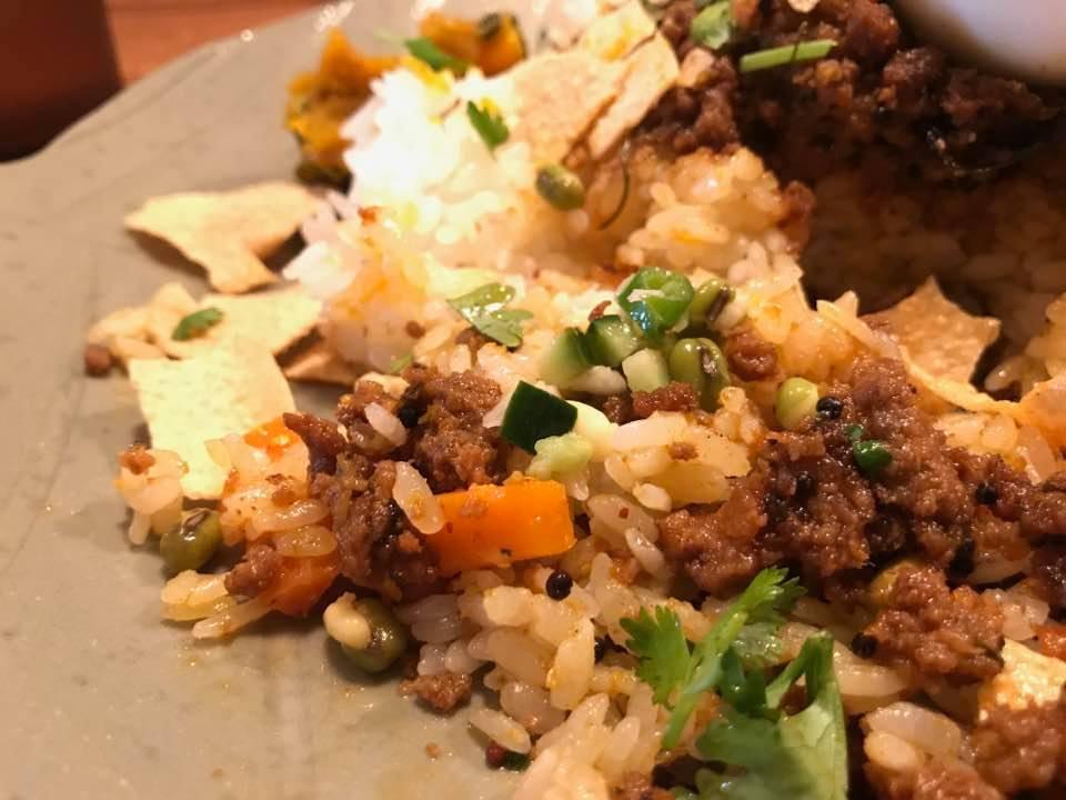 """""""まぜまぜ""""がおいしく食べる秘訣!南インド風カレーを楽しもう「ANJALI」"""