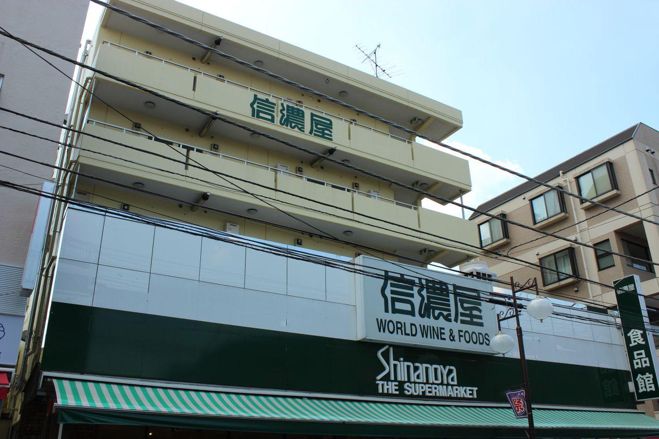 食の環境が整えられた一人暮らし向け「信濃屋マンション」1R 402号室