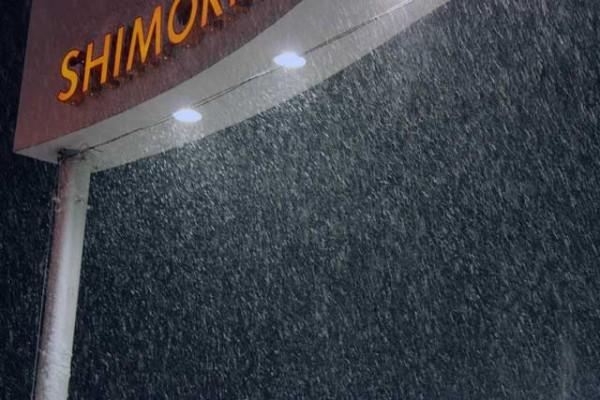降り続ける雪