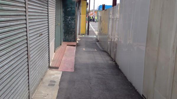 下北沢、一番街栄通りから市場を抜けて北口に出る通路が変更に