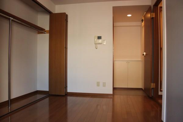 シンプルに生活空間がまとまる駅近物件「ひのき烏山ビル」201号室