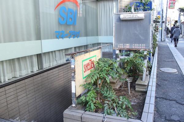 禁断の階段めぐり?下北沢ライブハウス案内