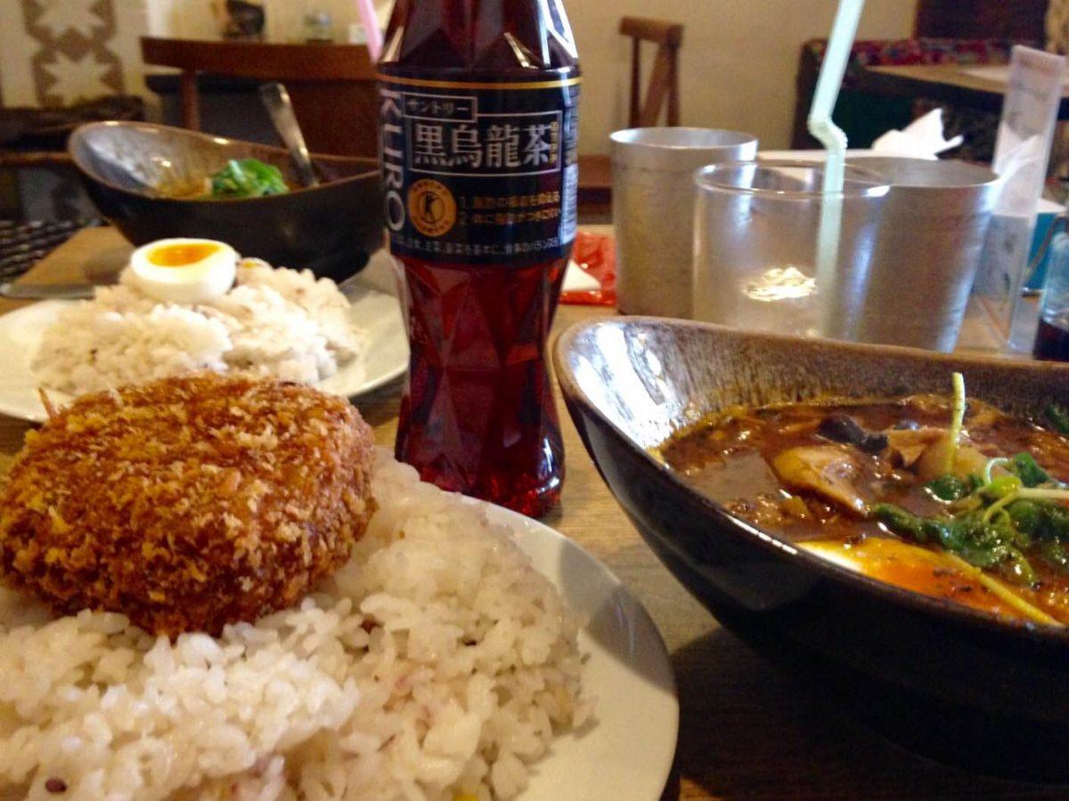 ポニピリカでコロッケを食べて黒烏龍茶GET!