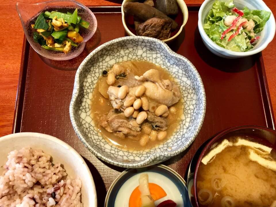 大人も子供も大満足!フィリピン料理が味わえる「かまいキッチン」
