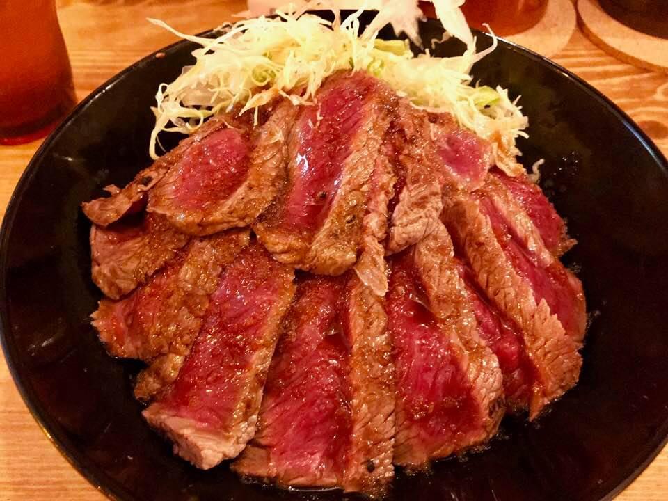 1,000円握りしめて昼からステーキ丼!「ザ・旨いもんバル×the肉丼の店」