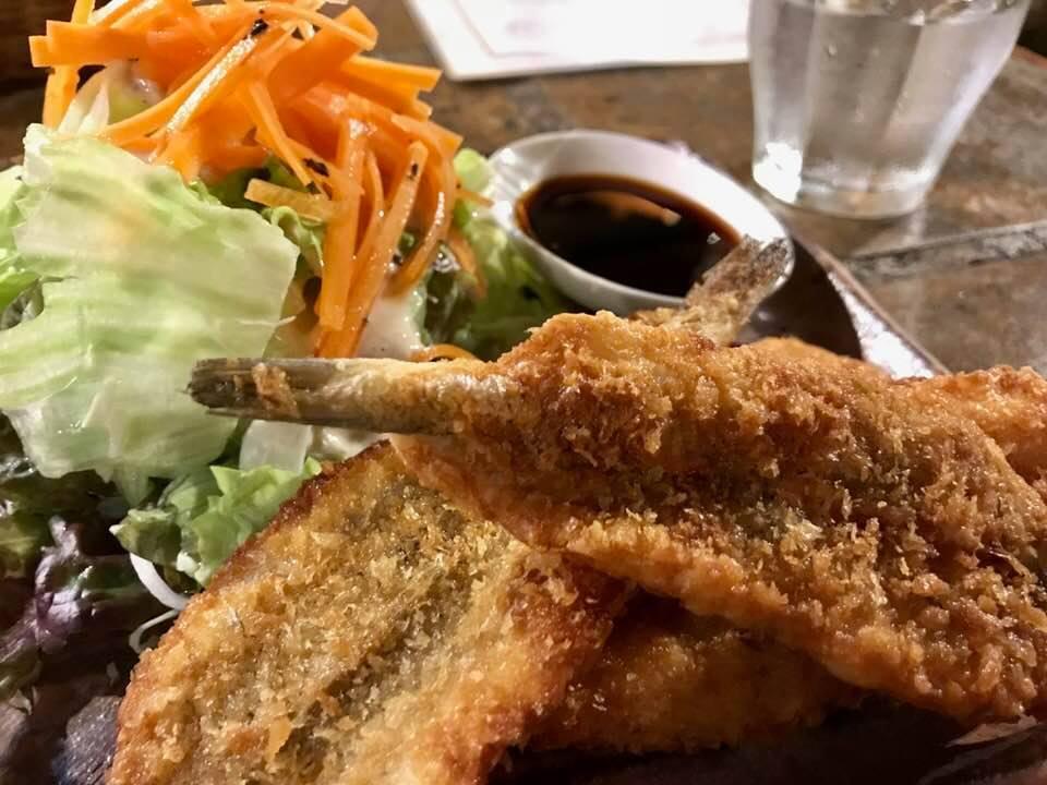 平日しか食べられない、素朴な味わい「ラ・カーニャ」の小魚フライ定食