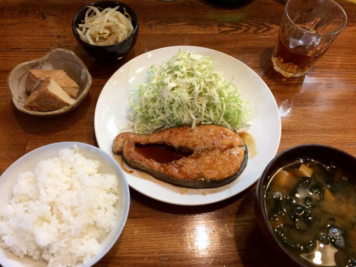 今が旬!彰の「秋鮭のバターポン酢ソテー」