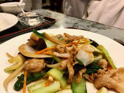 寒い日こそしっかりごはん!「王さんの菜館」で豚と青菜の辛味炒め定食