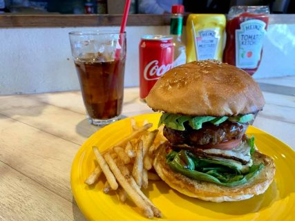 肉も野菜もガブリと頬張るグルメバーガー「Nine9 Style」