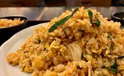 下北沢の穴場でリーズナブルに満腹ランチ!「一心」の山盛りキムチ炒飯