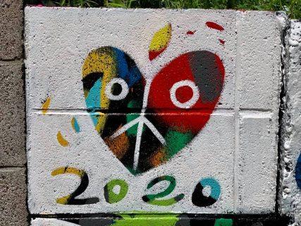 落描きに悩まされていた壁、壁画でクリエイティブに刷新