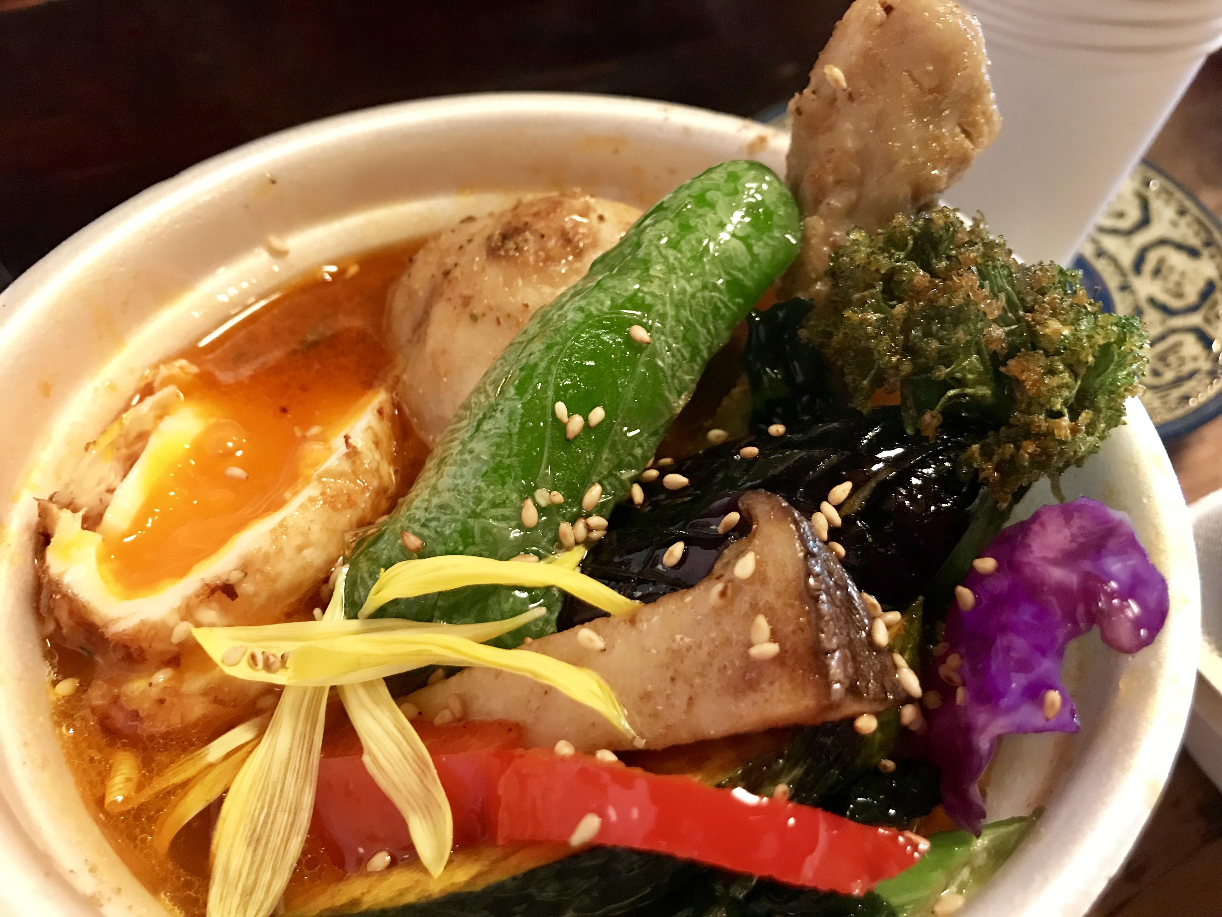 """鶏肉の旨味がすごい!""""逃げるスープカレー屋さん""""「蜂鳥カリー」が下北沢に出現"""