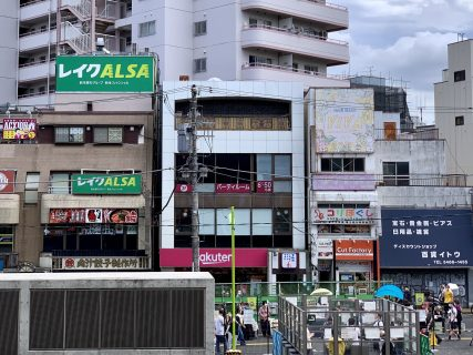駅前に演劇・お笑いの小劇場「サンガイノリバティ」オープン予定