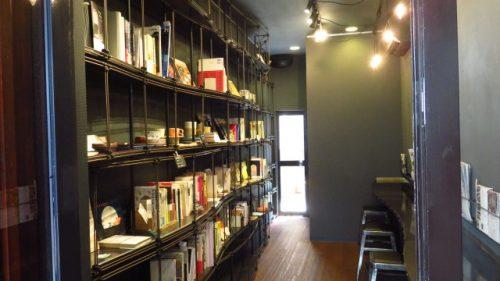 古書を選びながら小休憩、下北沢西口のコーヒースタンド「anthrop(アンソロップ)」