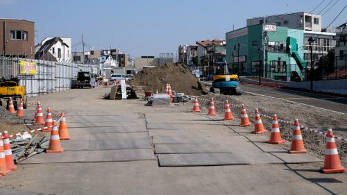 自転車置き場の完成が延びて3月16日に