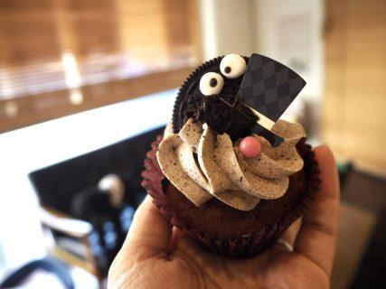 スタッフMさんからカップケーキのお裾分け🍓