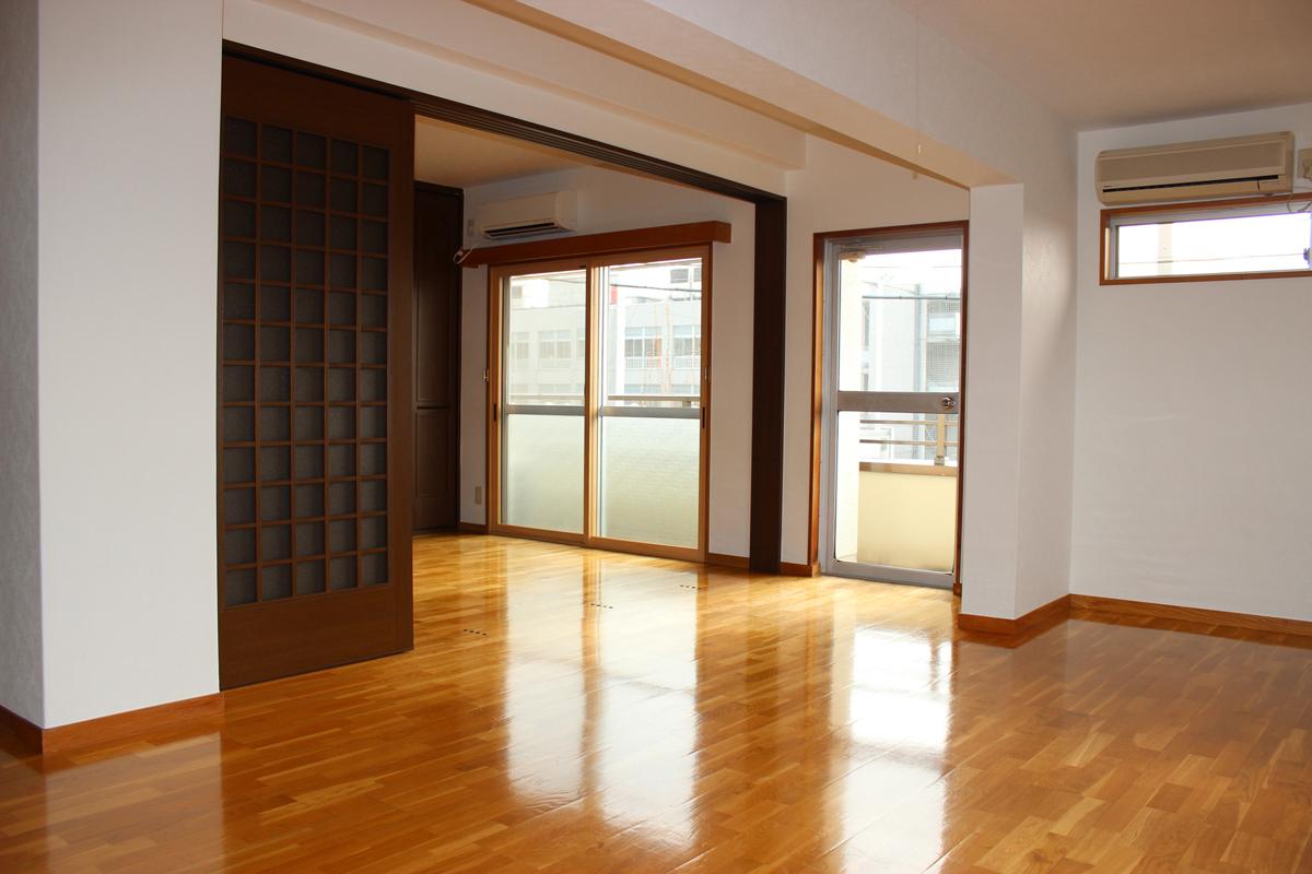 とにかく広い!二人暮しにオススメ!設備も充実の『前田マンション』302号室。
