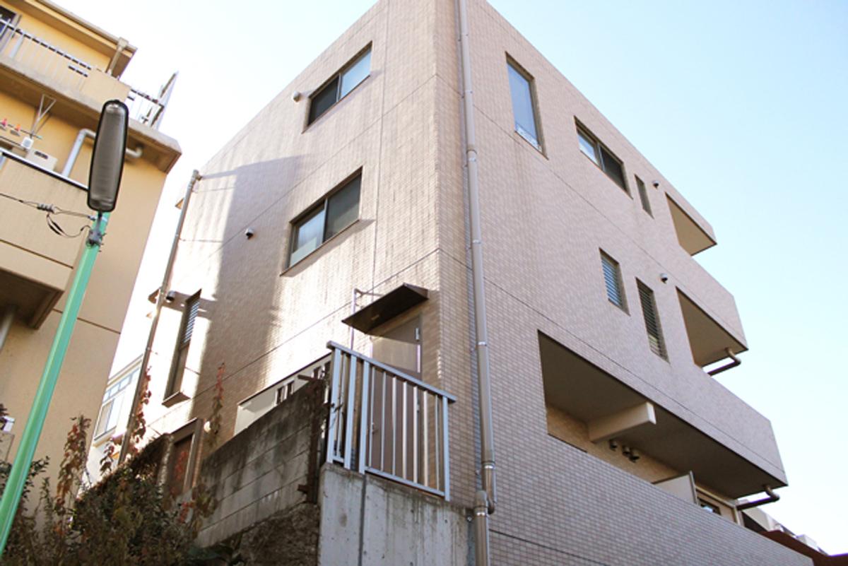 下北沢駅より徒歩3分、収納広めで自然光が差す『グラシア阿川』202号室