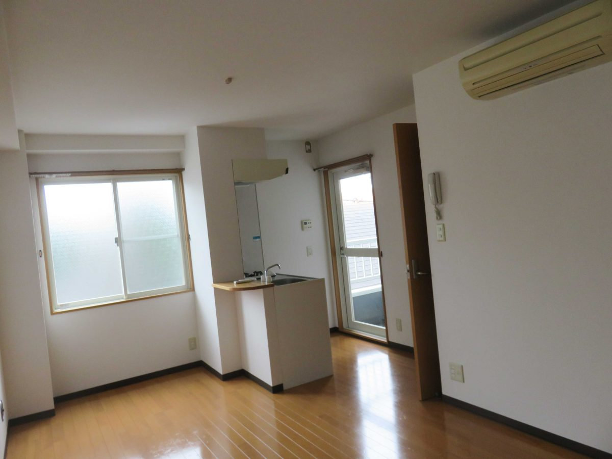 東北沢駅からすぐのところにある『ハイムヤマネ』302号室