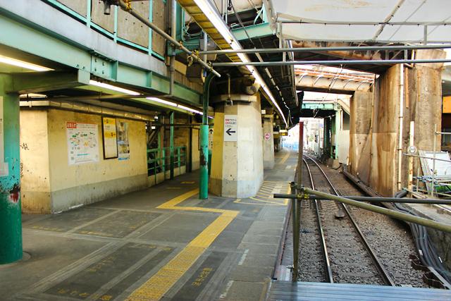 旧下北沢駅舎内