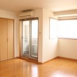 洋室は約13帖の広さがあります。(バスルーム)