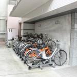 駐輪場は物件横にあります。