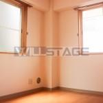 1階ですが二面採光なので明るいです。(内装)