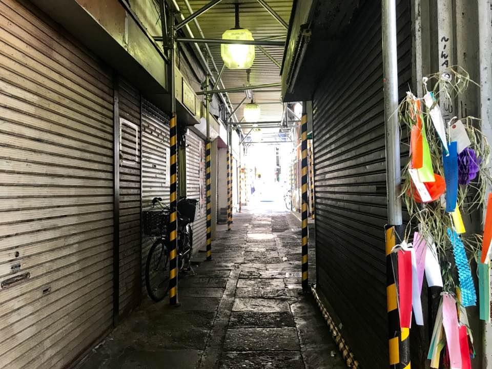下北澤驛前食品市場の解体作業が始まりました