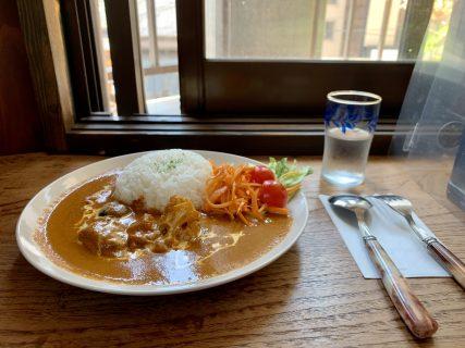 ジャズ喫茶「マサコ」で味わう、カレーライスと四季折々の贅沢な時間