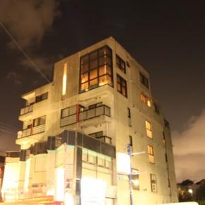 岩城ビル外観 (夜)