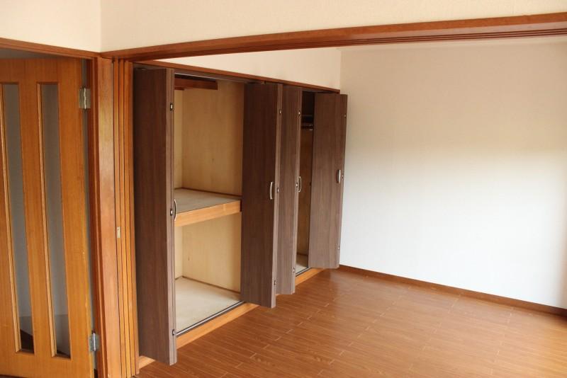 岩城ビル 201収納の扉を新品に交換しました