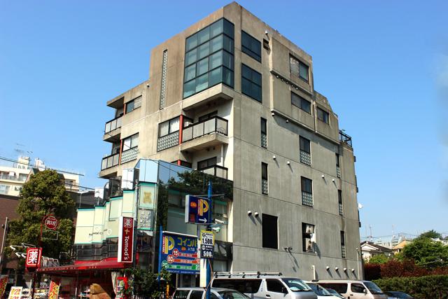 暮らす人のことを第一に考えた、安定感のあるおおらかなデザイナーズ「岩城ビル」302
