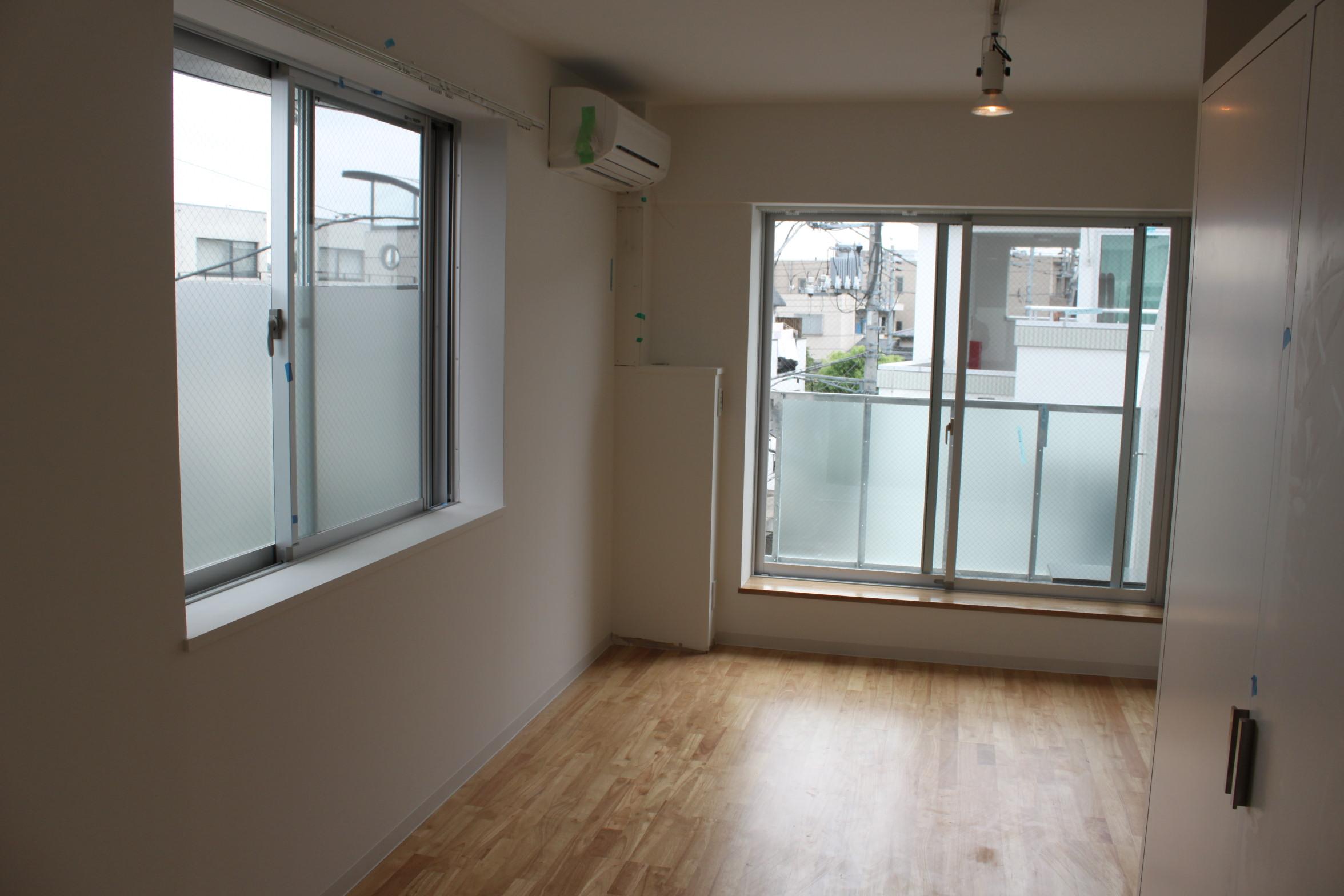 下北沢で一人暮らしを始めるならここ!自然光が心地良い「sidewalk下北沢」301号室