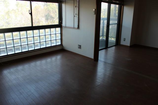 部屋も収納もとにかく広い!パートナーと安心の新生活「岩城ビル」202