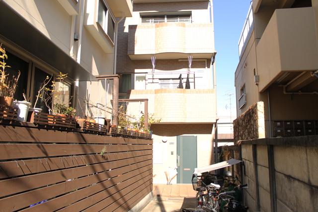 南側、居住スペースへの入り口です。