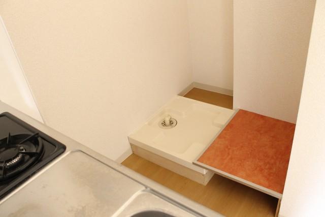 402: 洗濯機置き場と冷蔵庫置き場はキッチンの背面に
