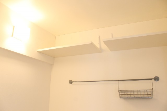 303: 壁付け収納があります
