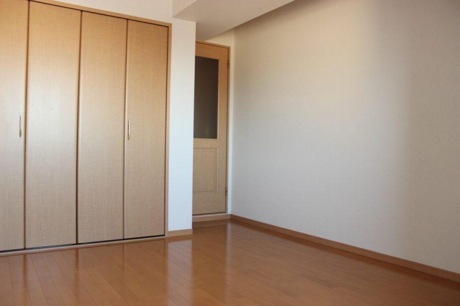 守山マンション 401号室
